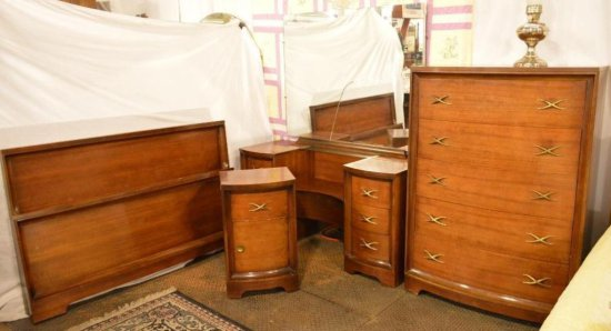 L A Period Furniture Mfg Co Starline Bedroom Set Includes 5 Draweer Chest Of Drawer