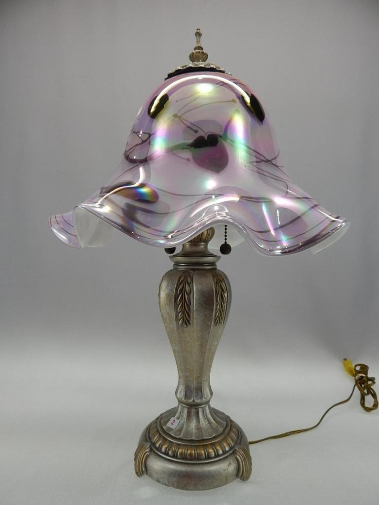 "22 1/2"" DAVE FETTY HANGING HEARTS ON IRIDIZED ROSE OVERLAY TABLE LAMP"