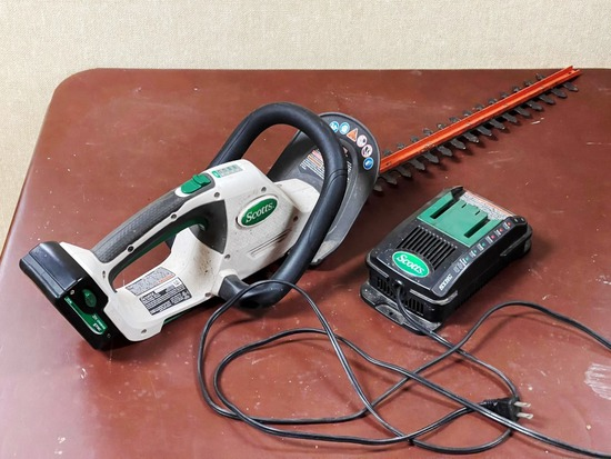Scotts Cordless Hedge Trimmer