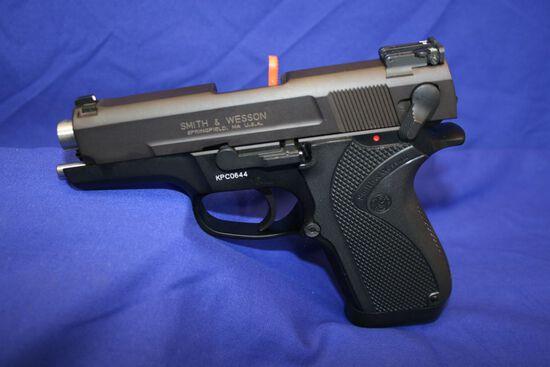 Smith & Wesson Shorty mk3 Semi-auto Pistol 40 caliber