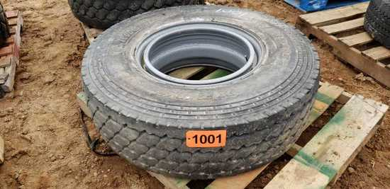 (1) Tire: Michelin 315/80/22.5 - Mounted
