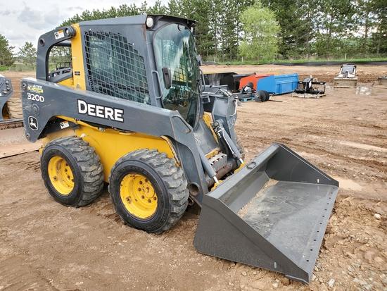 Deere 320d Skid Steer