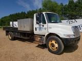 2002 International 4400 Flatbed Truck