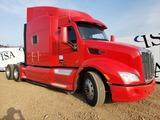 2015 Peterbilt 579 High Roof Sleeper Truck
