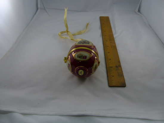Vintage Collectable Christmas Ornaments And Items