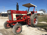 International 1066 DT466, Flattop fenders, dual hyd, 18.4-38 tires, R.O.P.S., Canopy, reads 7054hrs