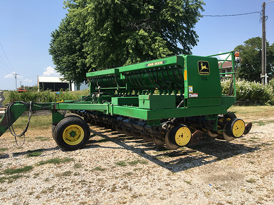 "JD 750 grain drill,7 1/2"" spacings, front dolly wheel, grass seed, agitator, S#750X008819 one owner"