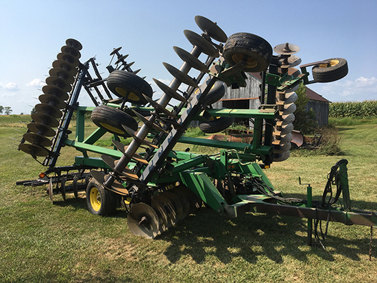 JD 630 27 1/2' Hyd. wing fold disk