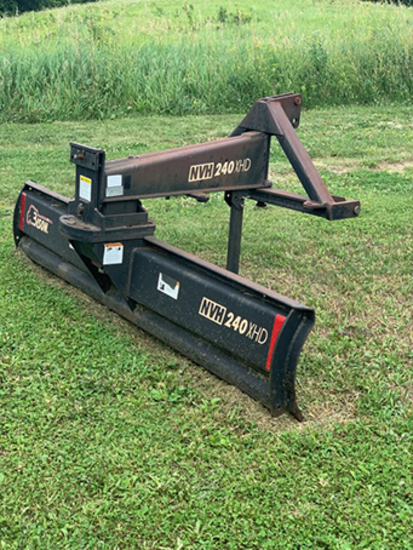 Bison NVH 240XHD 8' quick hitch blade, manual swing