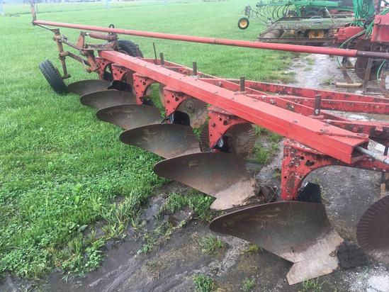 Int. 560 6btm plow