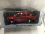 2001 Chevrolet Suburban, 1:18 scale, Welly