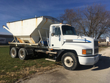 1995 Mack Model CH613, 9spd Eaton Fuller, 275/80-R22.5 Tires, Doyle 8 Ton Tender, Hydraulic Auger