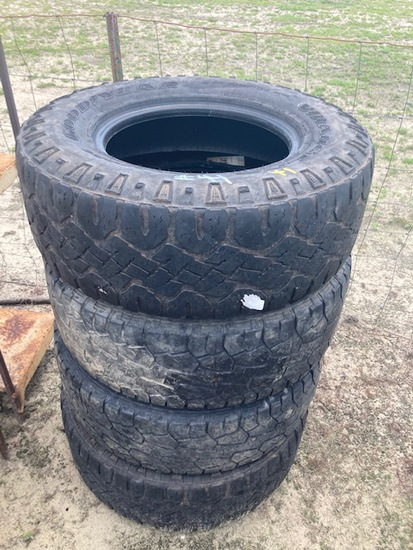 (4) Tires 285/70R17