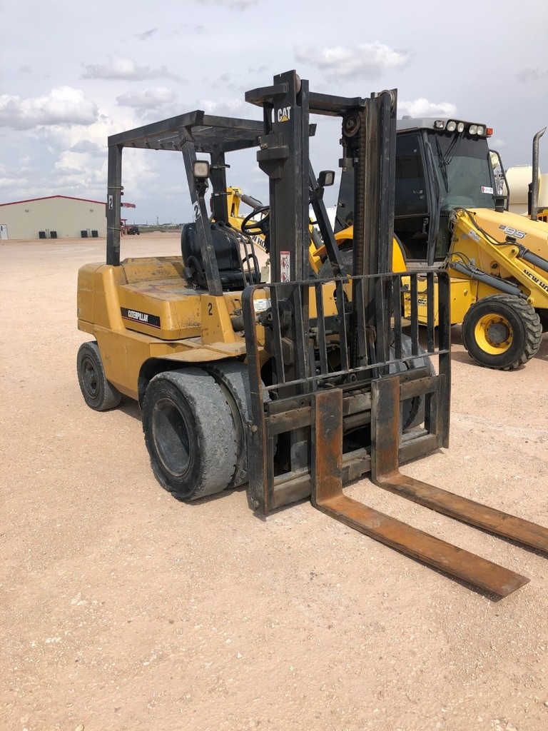 2006 CATERPILLAR MODEL DP40K FORKLIFT SN: AT19C02006 - 2 STAGE MAST SIDE SH