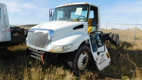 "(1480335) (X) 2005 INTERNATIONAL 4300 SBA S/A CAB & CHASSIS, 205"" WB, VIN- 1HTMMAAM46H180335, P/B"
