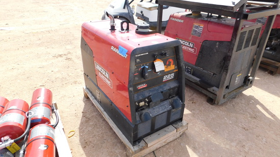 (9425) LINCOLN ELECTRIC 225 RANGER GAS POWERED WELDING MACHINE, (25 HRS)  *