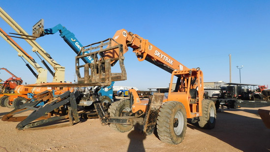 Located in Midland, TX 2007 SKYTRAK 10K TELEHANDLER FORKLIFT, SN- 0160025406, W/ (2) FRONT OUTRIGGER