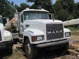 Located in YARD 10 - Tenaha, TX - Mark 903-692-1962 (X) (T-5) (29876) 2005 MACK