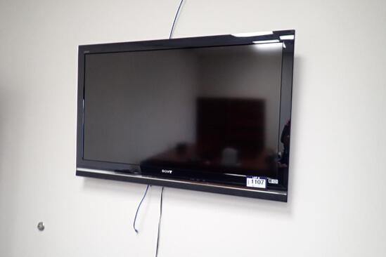 "Sony Bravia 52"" Flatscreen Television w/ Wall Mount. **NO REMOTE**"