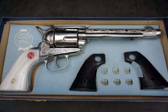 6 shooter Cap Gun, includes extra handle grips