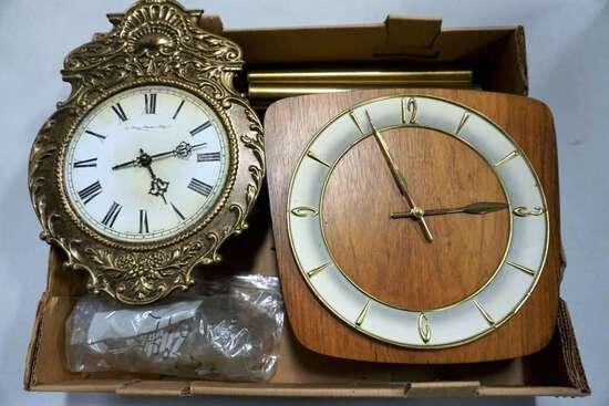 Lot of 2 clocks