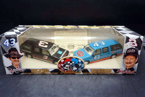 Two Truck Limited Edition, Richard Petty & Dale Earnhardt 1/25