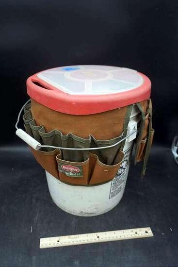 Tool buckets.
