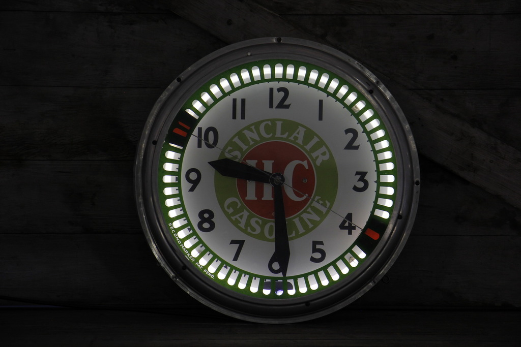 Sinclair H-C Gasoline Spinner Neon Clock