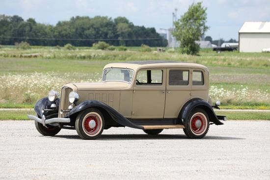 1933 Reo Flying Cloud Sedan