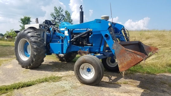 Ford 5000 Row Crop s/n: C302131 1971 model. Shows 1518 hrs. Good running Di