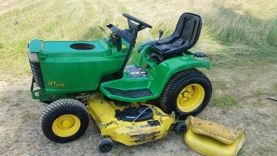 "John Deere GT235 Garden Tractor. 452 hrs. 54"" deck. Hydrostatic. Missing to"
