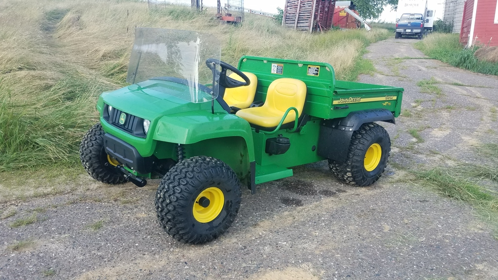 John Deere Gator TS vin: W04X25D008850. Less than 460 hours! Looks and runs