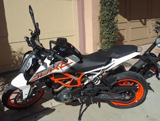 2018 KTM 390 Duke - less than 100miles!