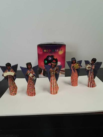 5 figurines and disco light
