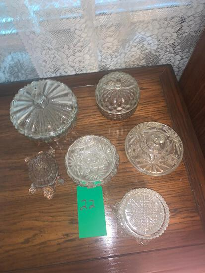 Assorted crystal/glass pieces