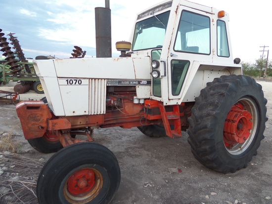 CASE 1070 TRACTOR