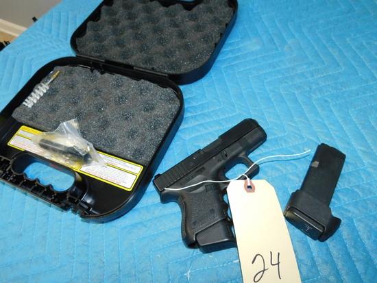Glock 33 .357/.40 Pistol w/ Case & 2 Magazines & .40 Cal Barrel