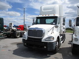 2004 FREIGHTLINER CL12064ST Columbia Conventional