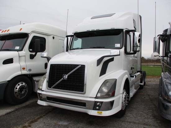 2013 VOLVO VNL64T-670 Conventional