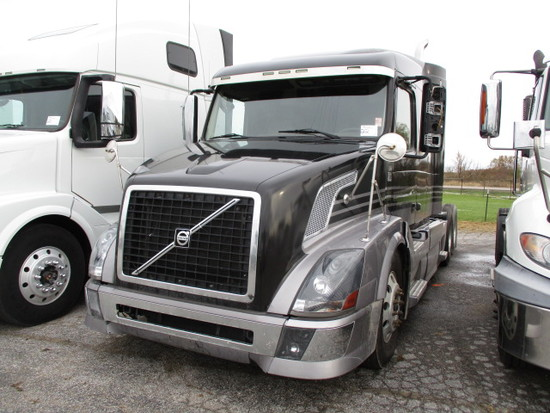 2013 VOLVO VNL64T-630 Conventional