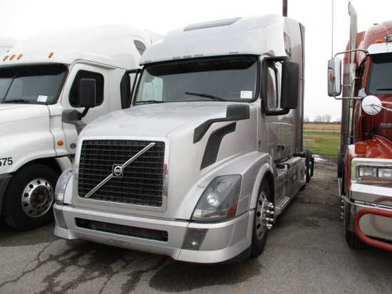 2015 VOLVO VNL64T-670 Conventional