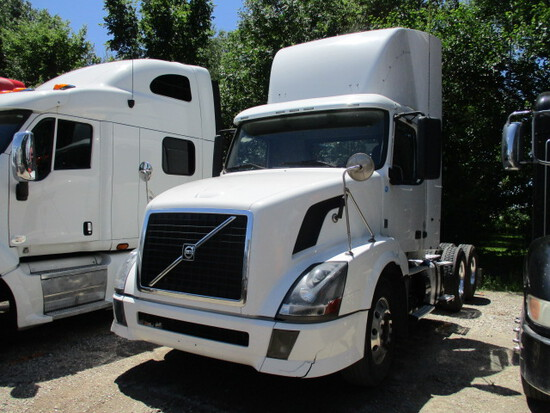 2012 VOLVO VNL64T-300 Conventional