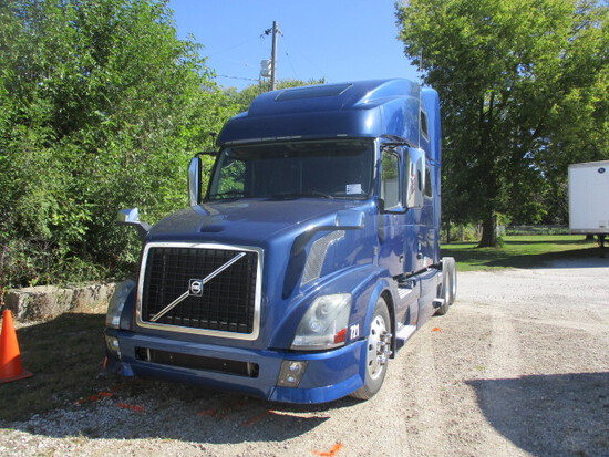 2014 VOLVO VNL64T-780 Conventional
