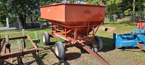 Farm King 10' Gravity Wagon