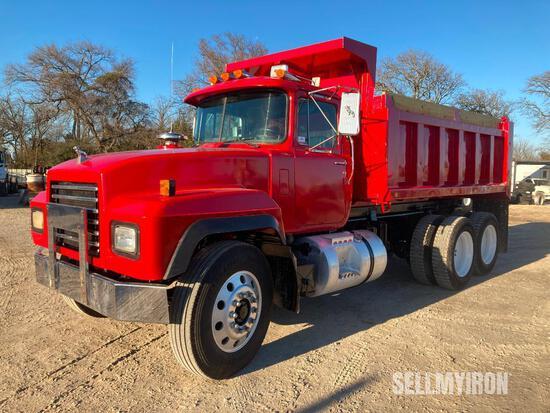 2000 Mack RD688S T/A Dump Truck