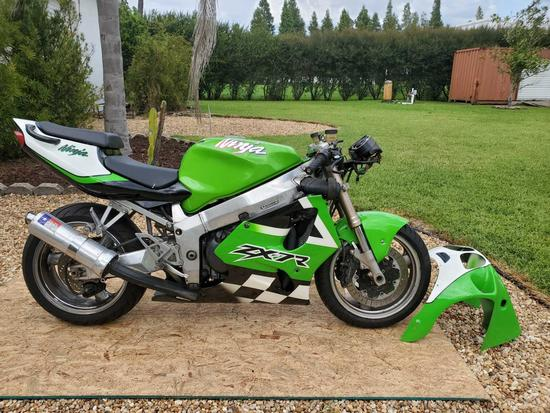 2001 Kawasaki ZX7R Ninja