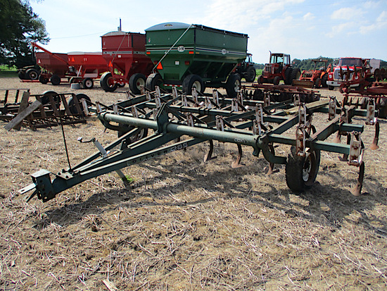 OLIVER FIELD CULTIVATOR
