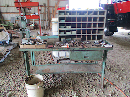 METAL WORK BENCH