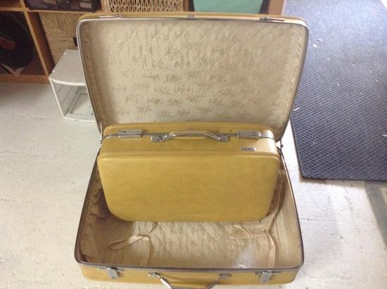 Accessories - Purse - Unisex; 2 Vintage Luggage Bags