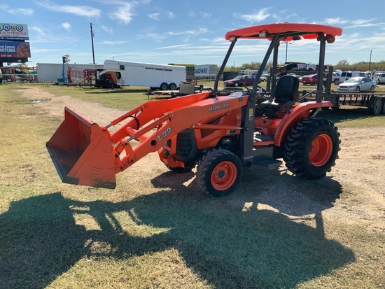 Kubota L39 4x4 607 Hrs with TL1000 Front end attachment with bucket